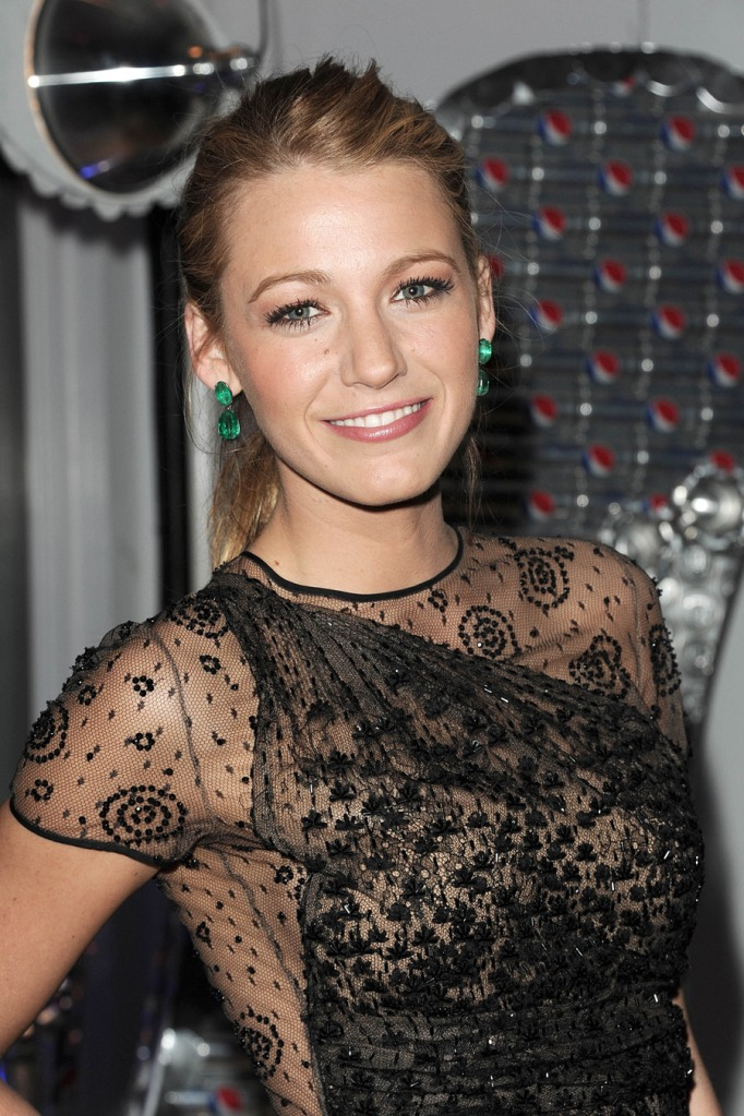 blake lively black lace